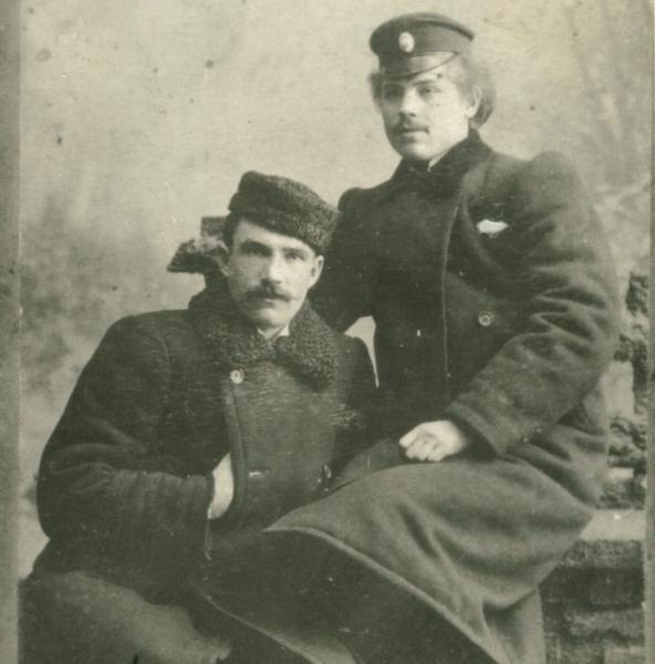 Толстоухов Иван Фёдорович с другом