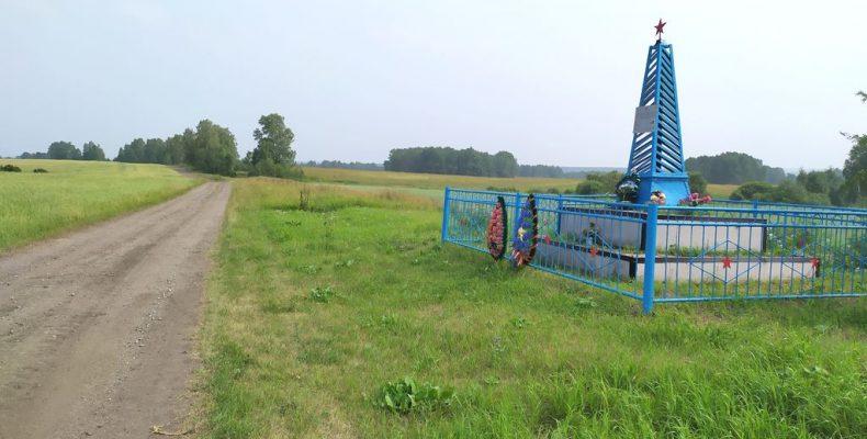 Братская могила убитых белогвардейцами 87 камышловцев между двух сёл – Никольским и Черемышем