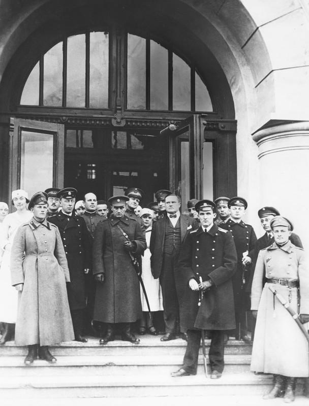 Admiral-Kolchak-ego-ofitseryi-i-predstaviteli-soyuznikov.-1919-god
