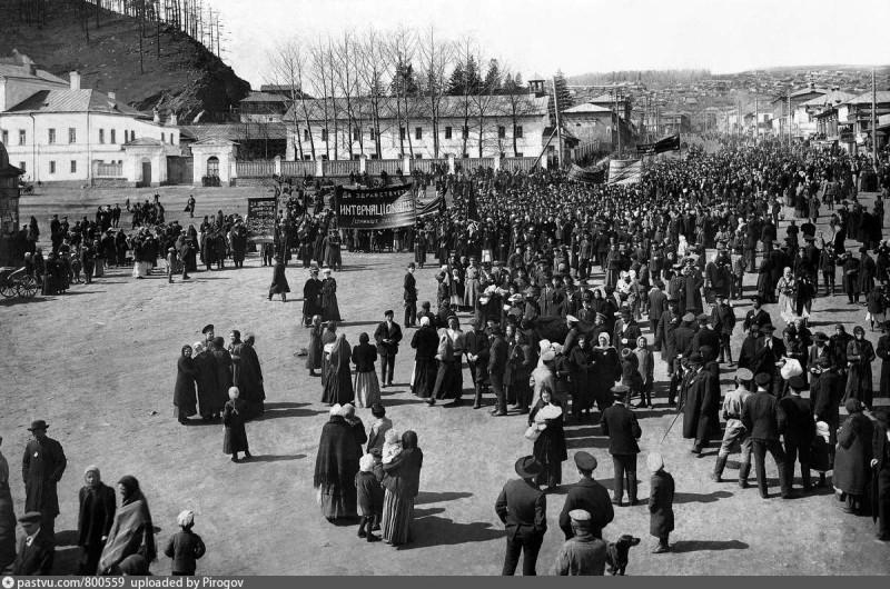 Первомайская демонстрация 1917 года в Златоусте