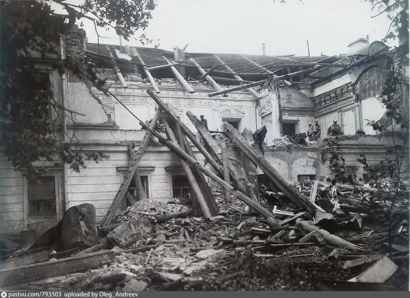 Здание Московского Комитета РКП(б) в Леонтьевском переулке после взрыва 25 сентября 1919 г.