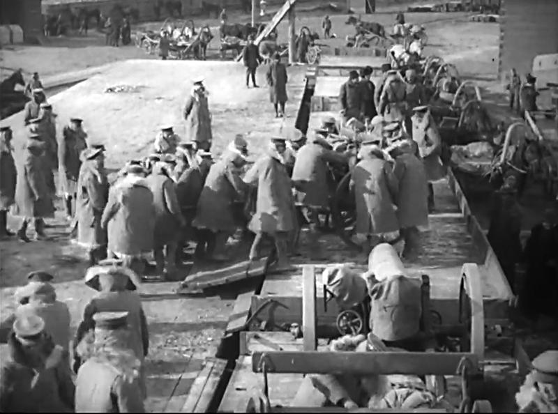 Японские солдаты грузят имущество на ж-д платформы в Хабаровске.Allied Expeditionary Forces in Siberia, 1918-1919_00.15.21
