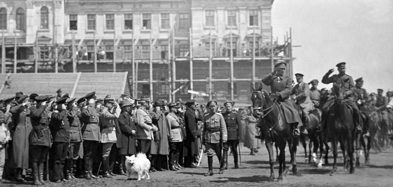 А. В. Колчак, генерал М. Жанен и представители иностранных миссий на смотре армии. Омск, апрель 1919 г