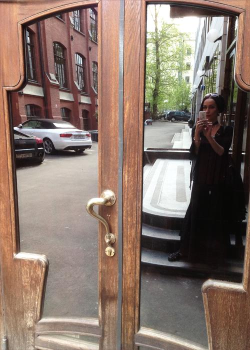 mirror_door