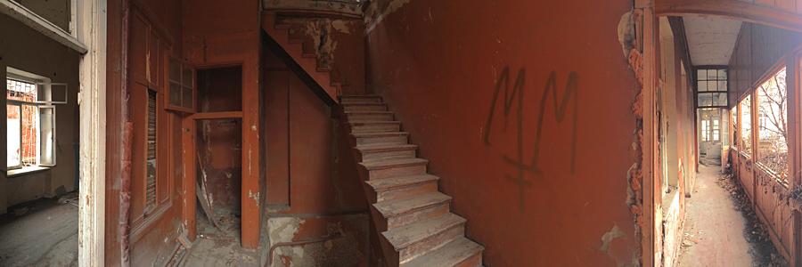 thathous_stairs_inet