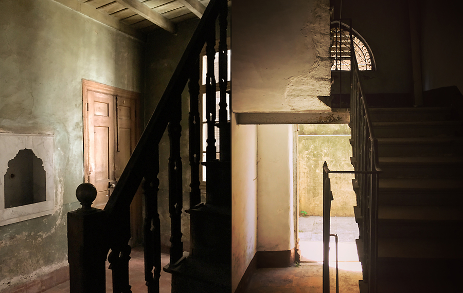 abandonedstairs_lj