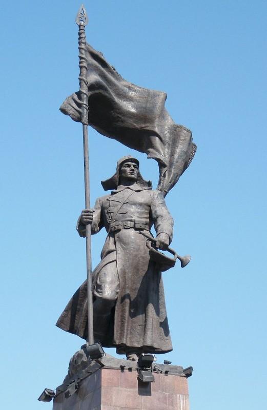 Александр Македонский чекинится на центральной площади Владивостока