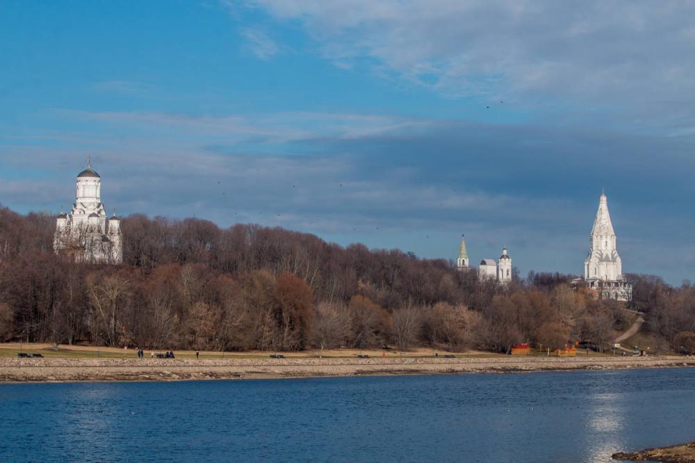 Коломенское, вид с левого берега реки