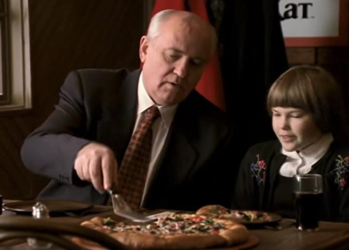 Горби, девочка и пицца