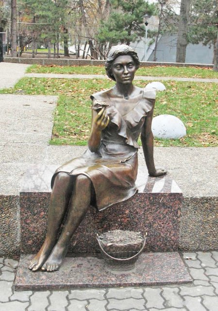 Памятник цветочница ростов на дону купить гранит габбро