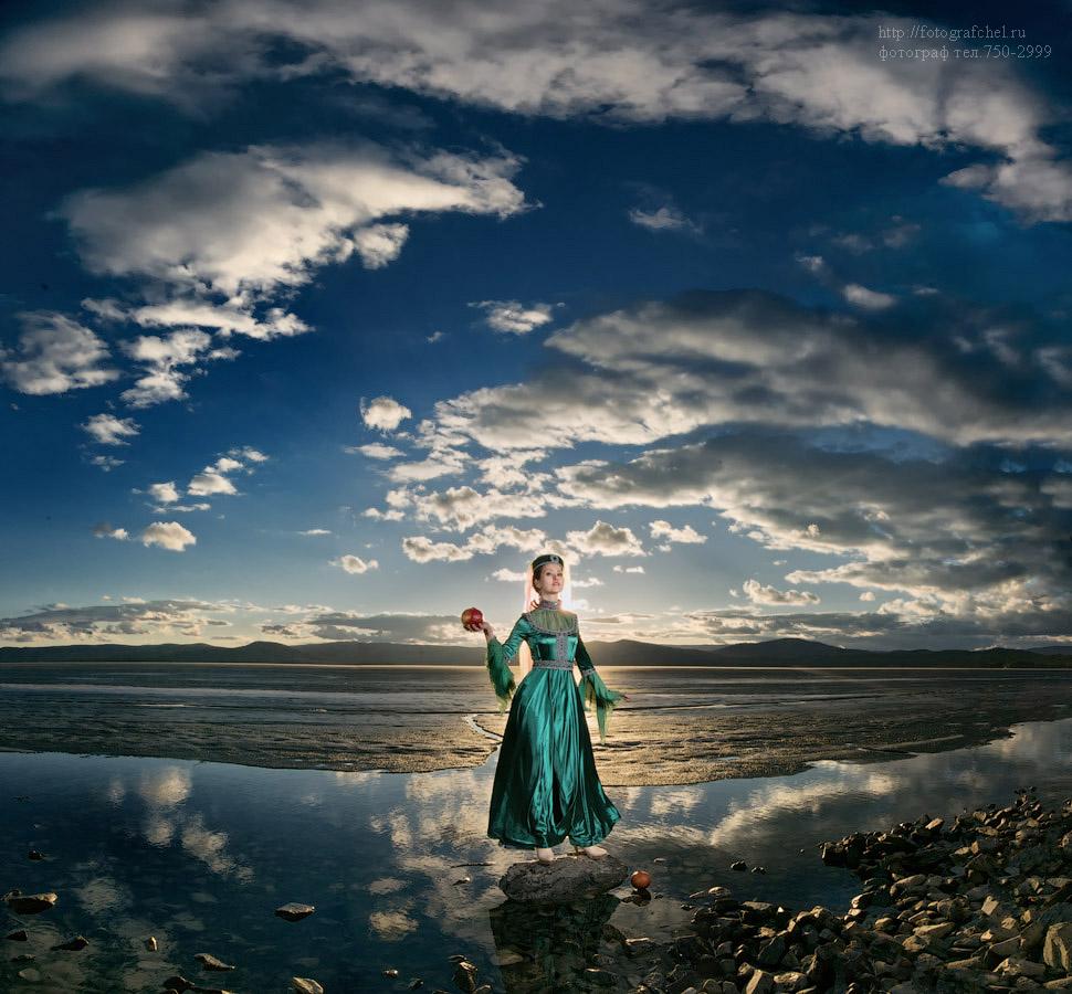 Photo Queen Tamara panorama strobist portrait