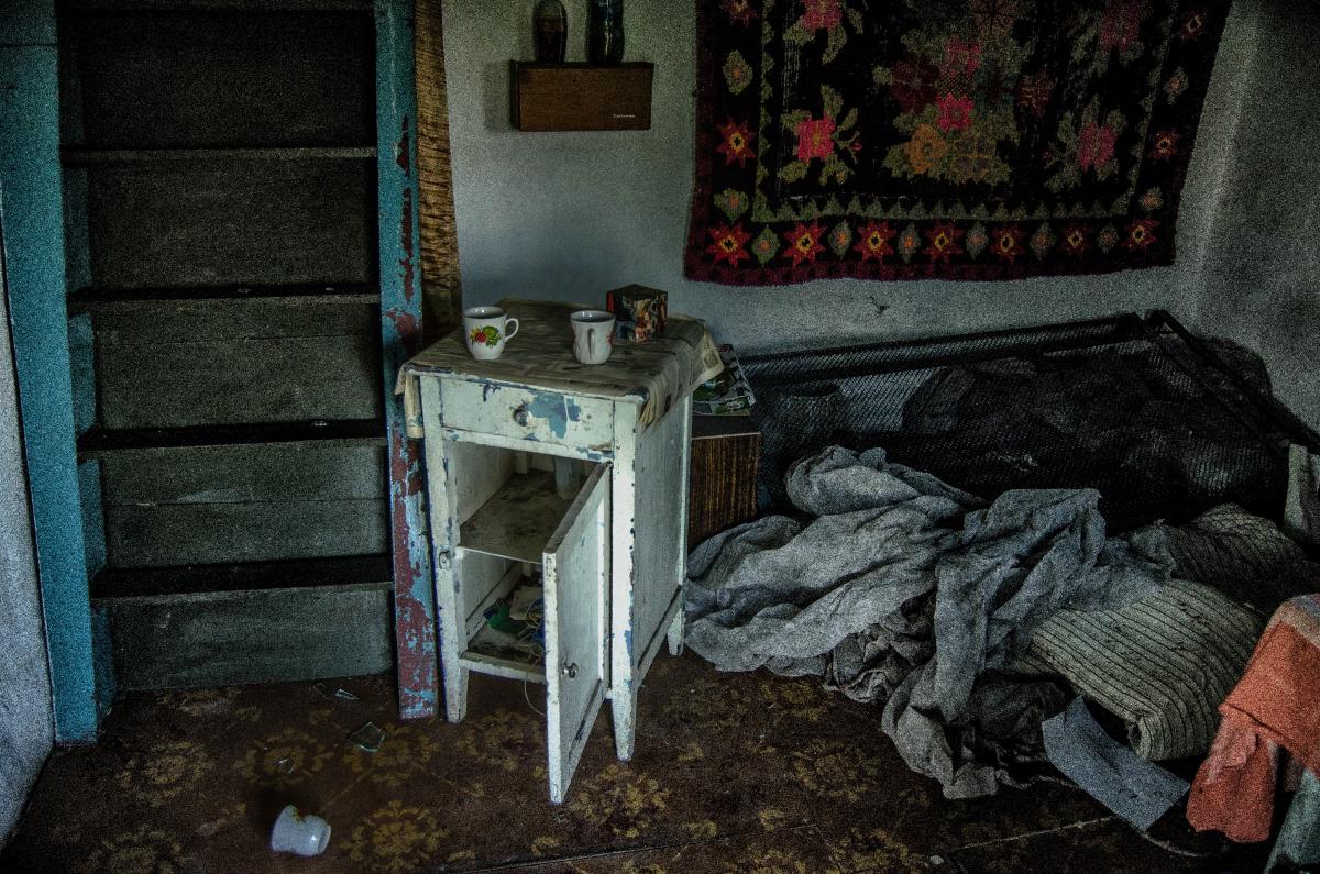 Картина найдена в заброшенном садовом домике - фотограф Челябинск5279