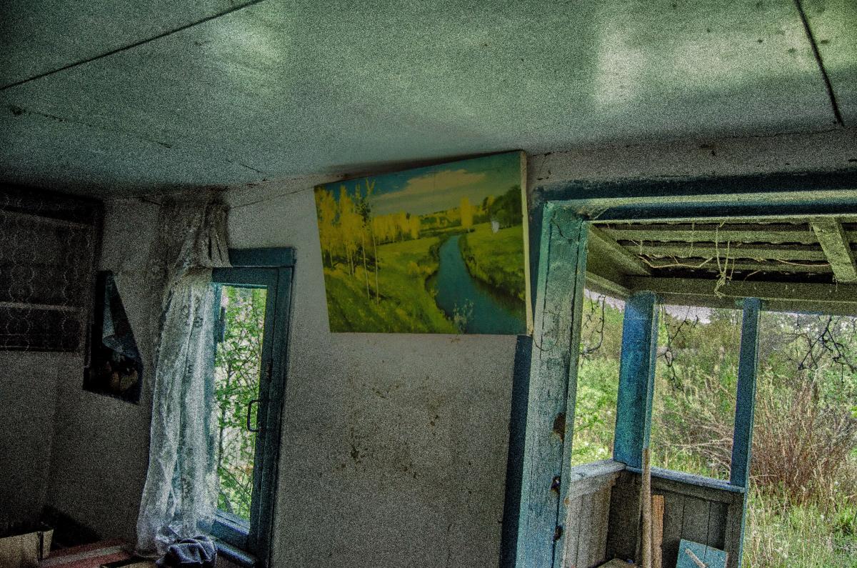 Картина найдена в заброшенном садовом домике - фотограф Челябинск5280