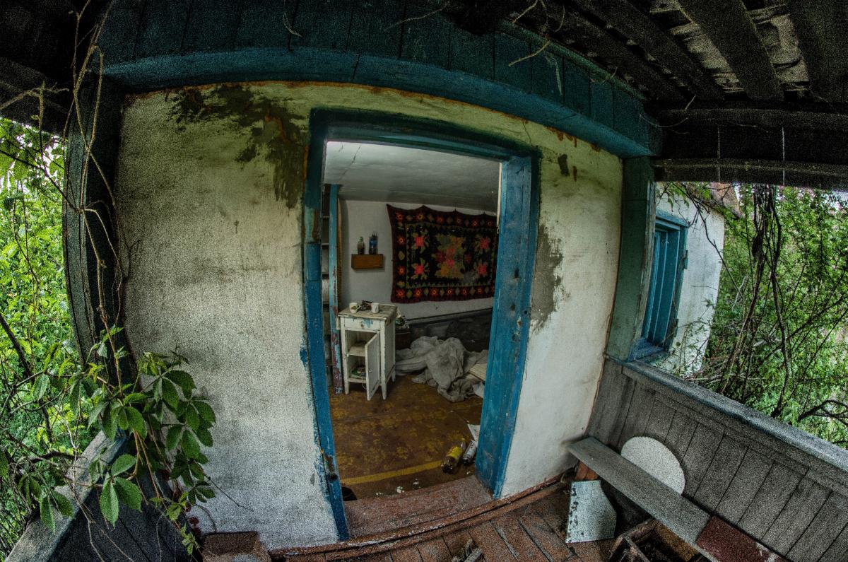 Картина найдена в заброшенном садовом домике - фотограф Челябинск5286