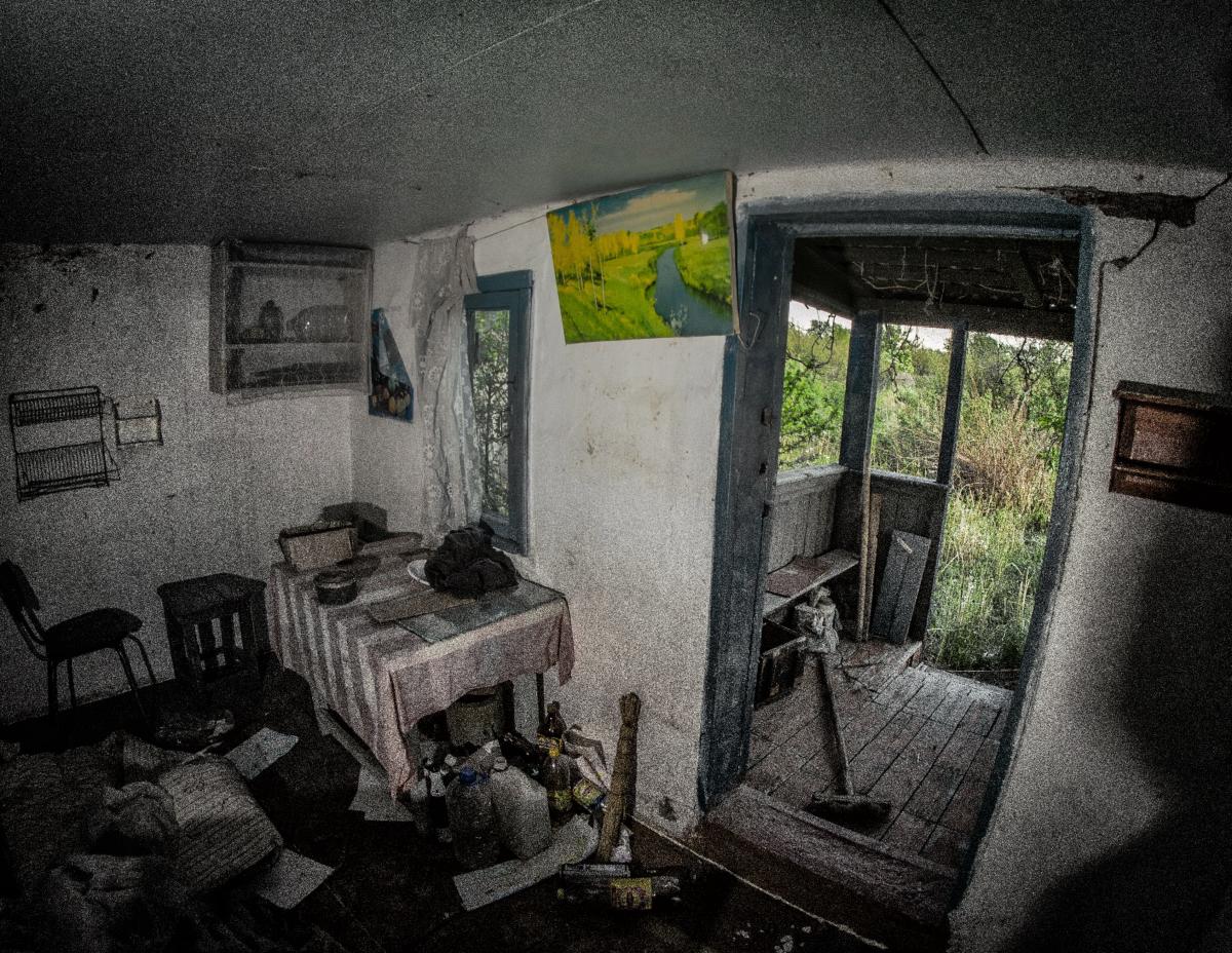 Картина найдена в заброшенном садовом домике - фотограф Челябинск5288