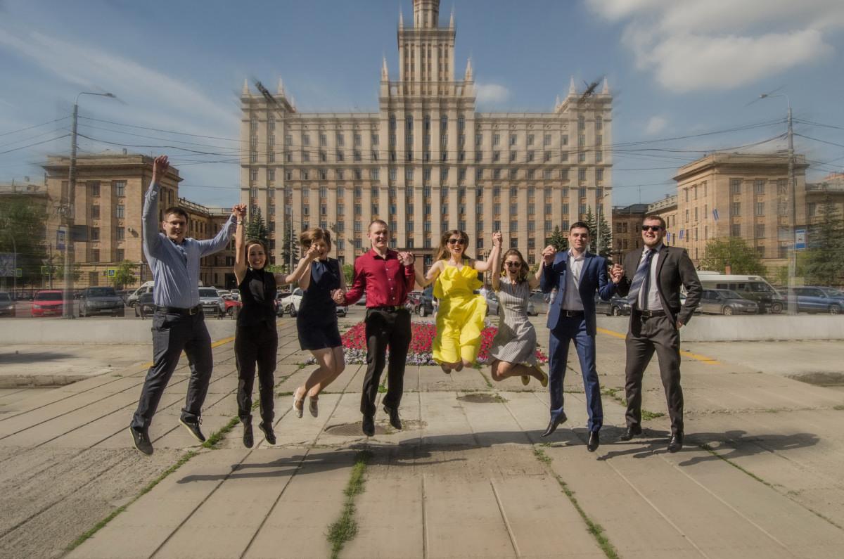 Студенты ЮУРГУ празднуют диплом - фотограф Челябинск