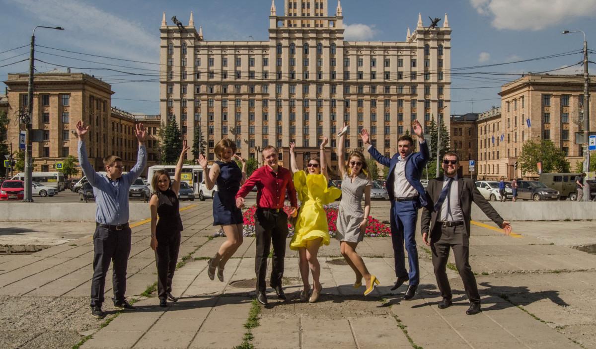 Студенты ЮУРГУ празднуют диплом - фотограф Челябинск_01