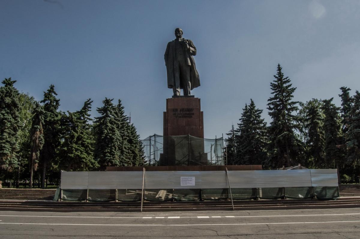 Челябинск, памятник Ленину в самом центре на реставрации. До осени_5575