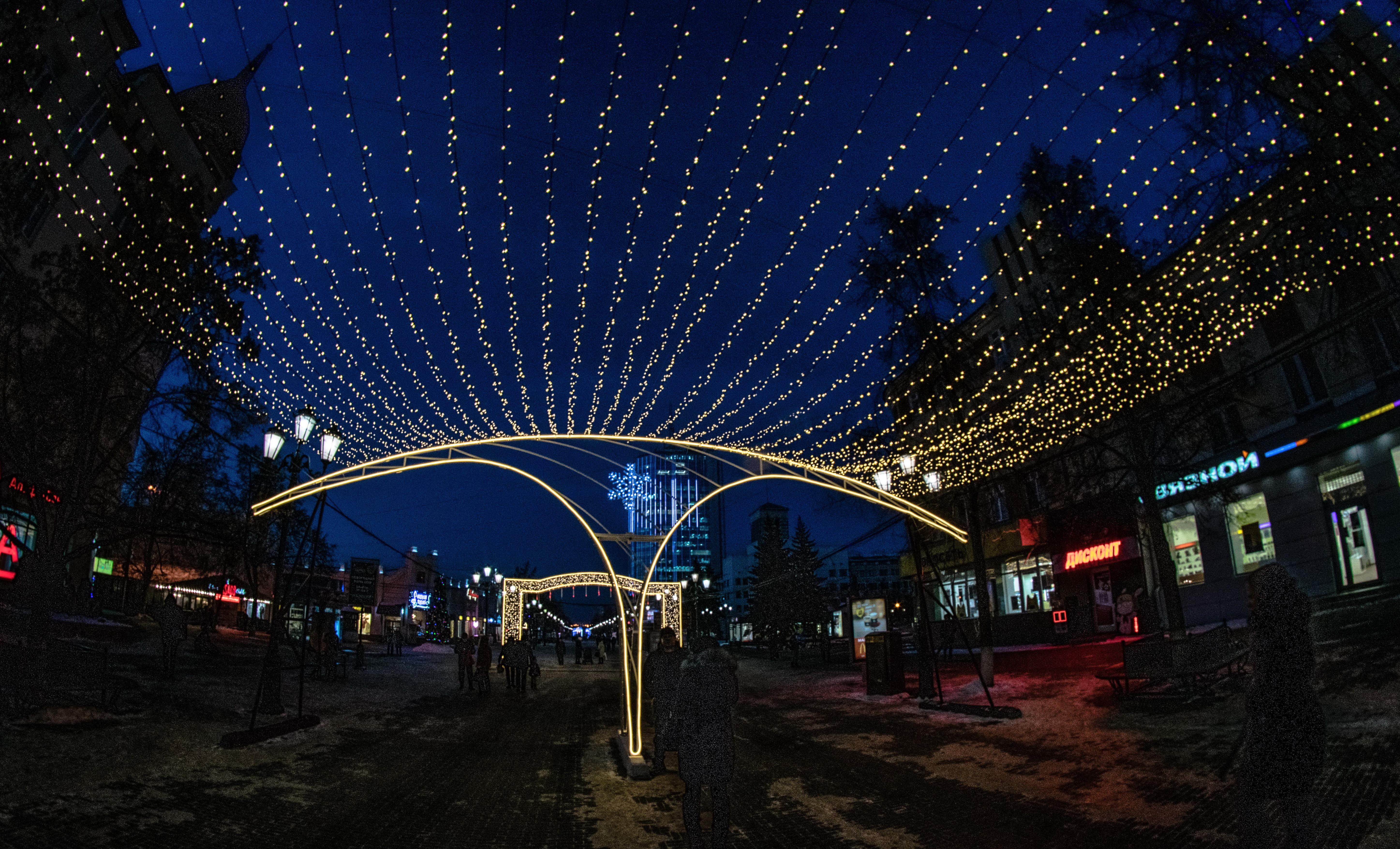 Челябинск, праздничная иллюминация ул. Кирова, пешеходная часть_8408