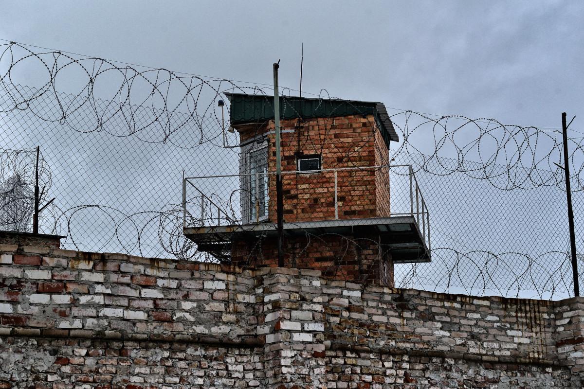 тюрьма, ограда