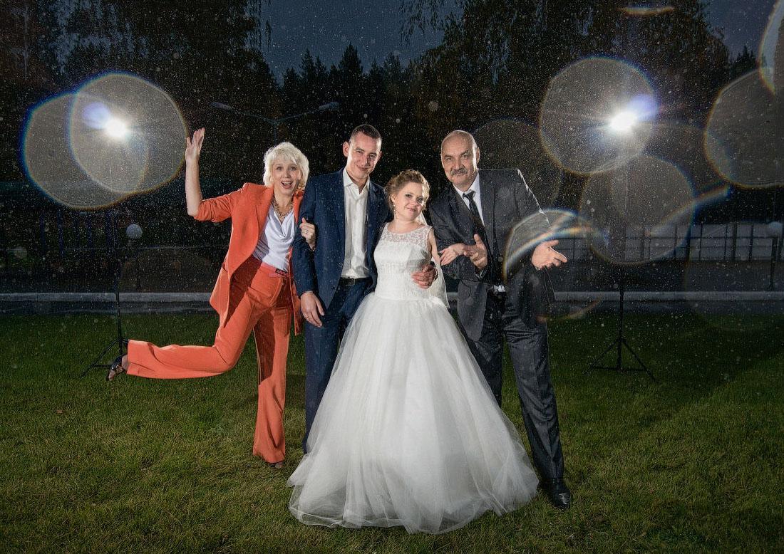 свадебный фотограф Челябинск - дождь, свадьба, стробист и радужные капли на объективе