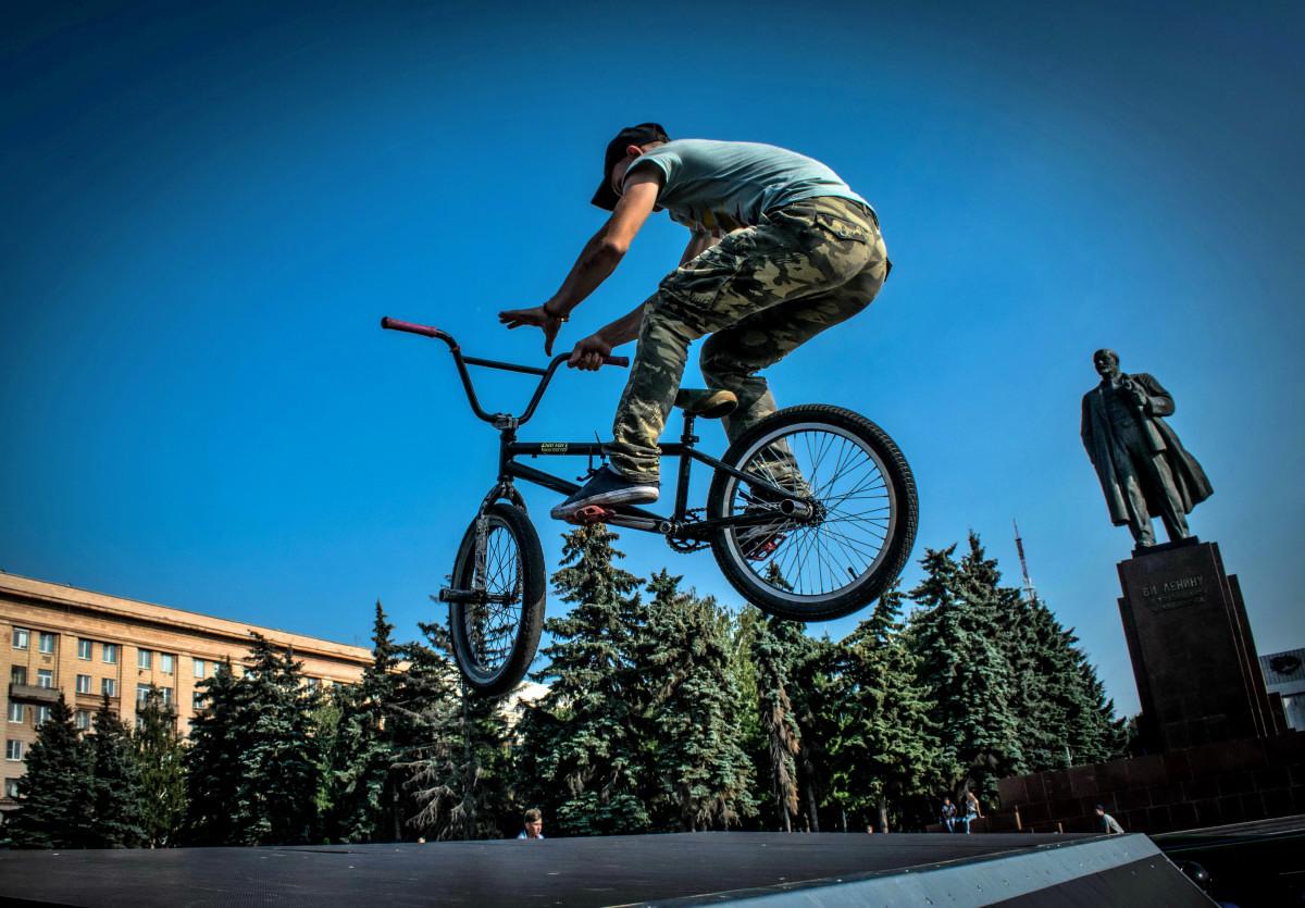 фотограф Челябинск  площадь Революции - велосипедный экстрим 9734