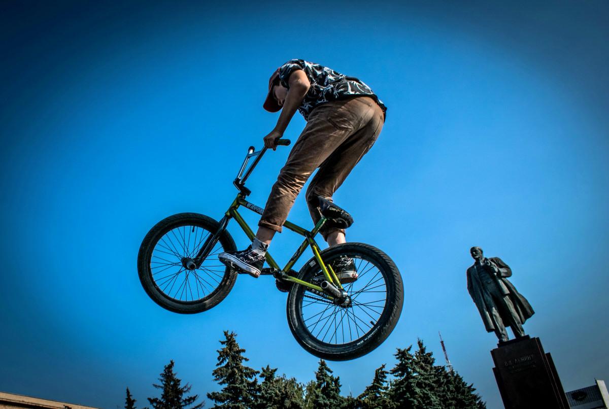 фотограф Челябинск  площадь Революции - велосипедный экстрим 9735