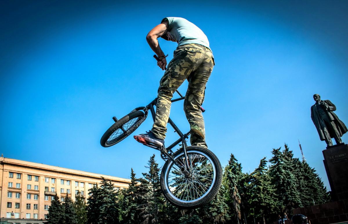 фотограф Челябинск  площадь Революции - велосипедный экстрим 9737