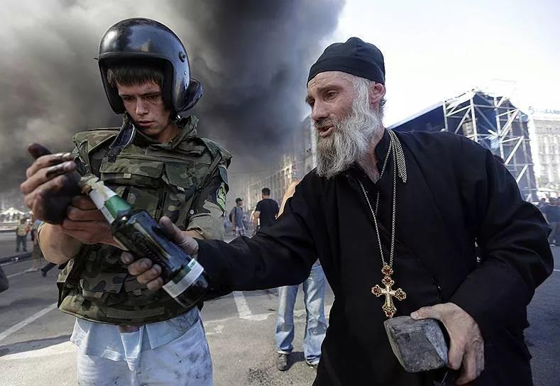 священники на майдане