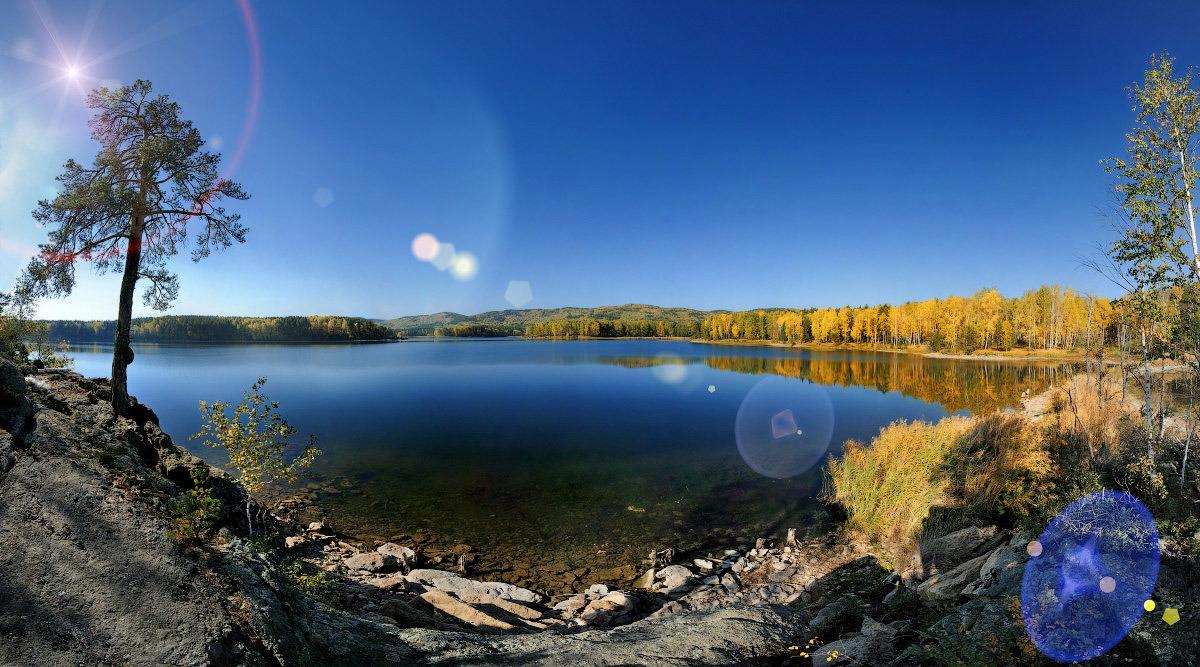 холодный рассвет у осеннего озера