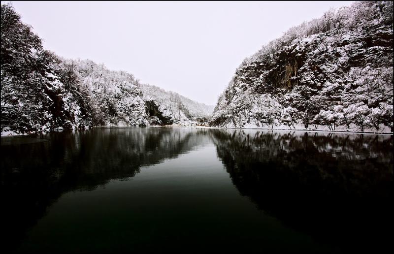 Зимнее фото Плитвицких озер-13