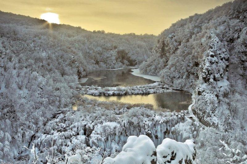 Зимнее фото Плитвицких озер-14