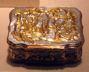 Золотая табакерка XVIII века