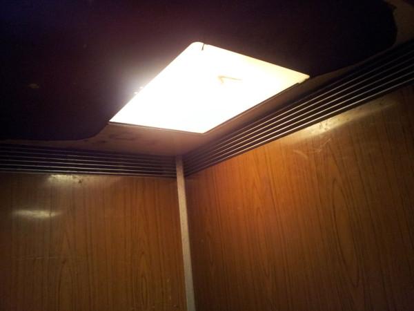 20130205_Свет в лифте 2