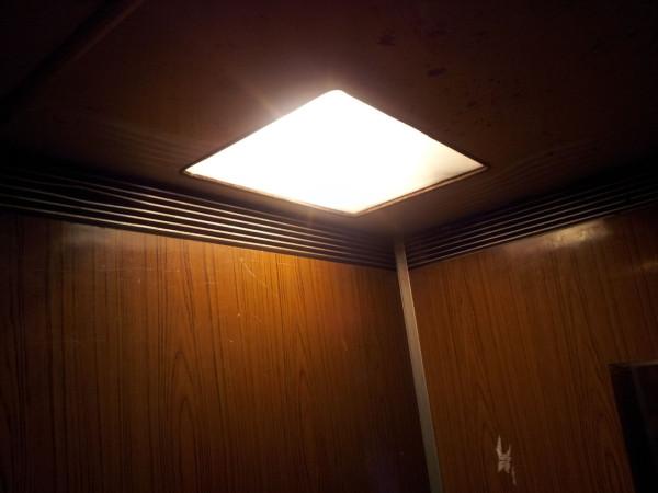 20130205_Свет в лифте
