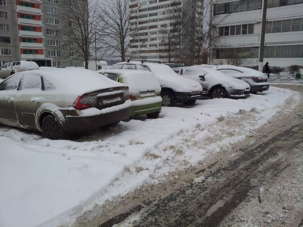 2013_02_01_ Снег на стоянке рядом с д. 36 (01)