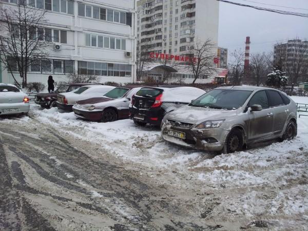 2013_02_01_ Снег на стоянке рядом с д. 36 (02)