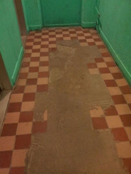 20130206_пол в коридоре возле лифтов на 11 этаже