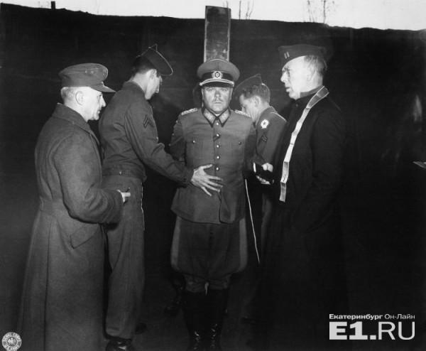 Немецкий генерал А. Достлер перед расстрелом. 1 декабря 1945..jpg