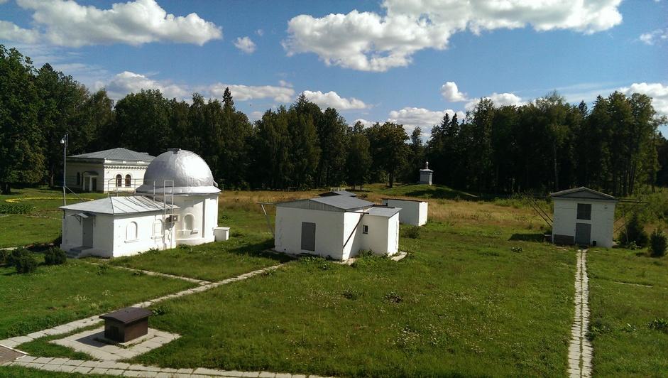 Вид на обсерваторию и южную миру с башни рефрактора.jpg