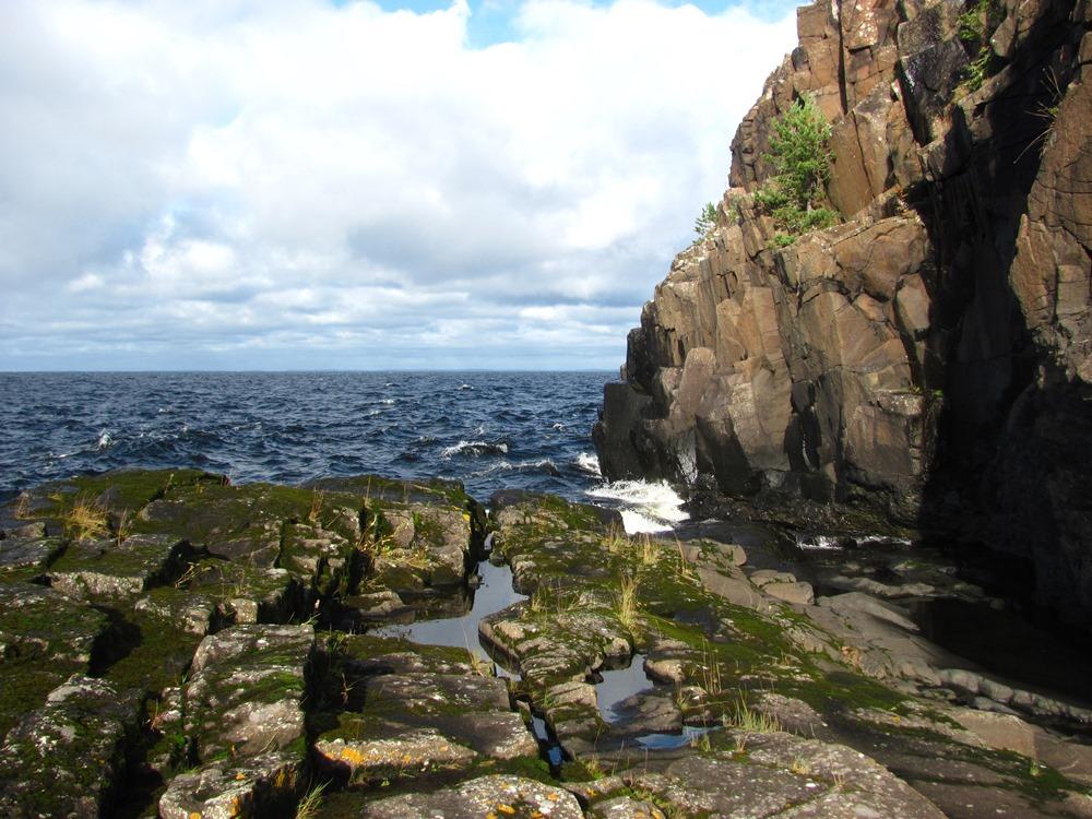 Картинки по запросу скалистый остров на севере