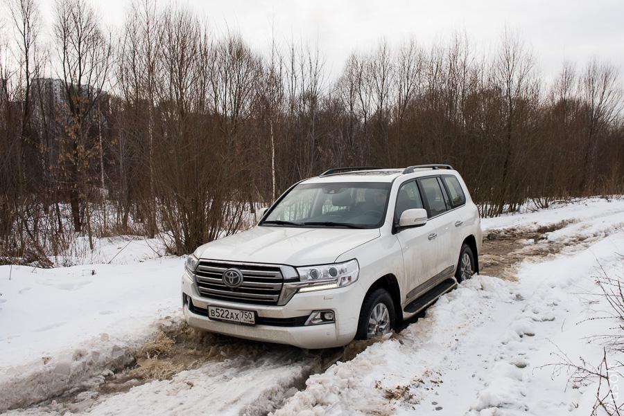Обновленный Toyota Land Cruiser 200 и немного Рублёвки