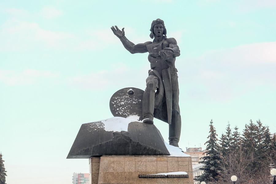 Памятник из гранита Парфеньево Лампадка из лезниковского гранита резная Кызыл
