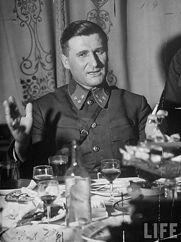 Начальник штаба Западного фронта, генерал-лейтенант В.Д. Соколовский