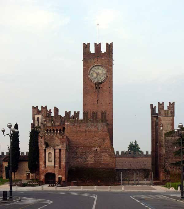 1) Замок Скалигеров, Виллафарнка-ди-Верона