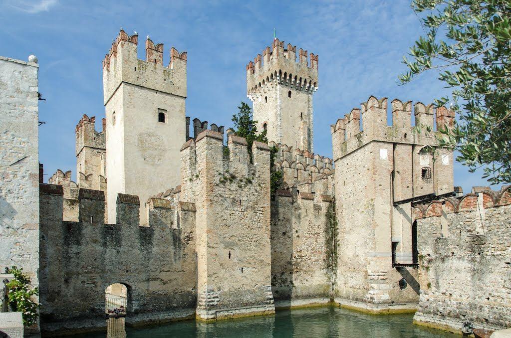 4) Замок в Сирмионе