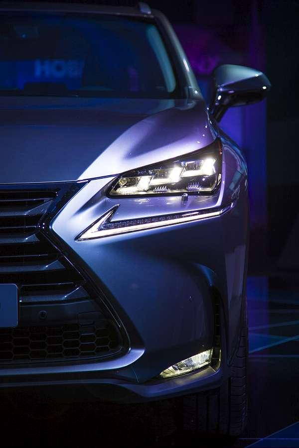 LexusNX-063-900