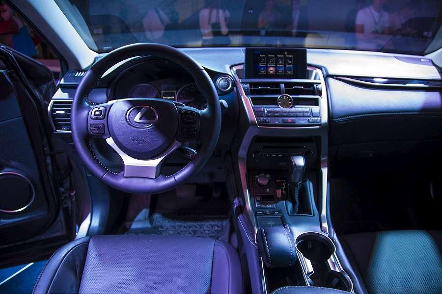 LexusNX-072-900