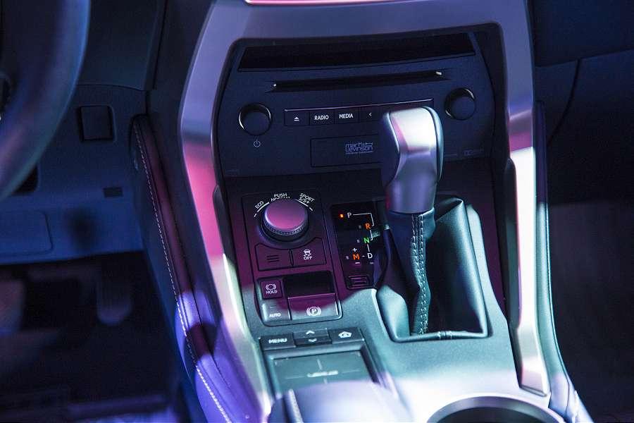LexusNX-075-900