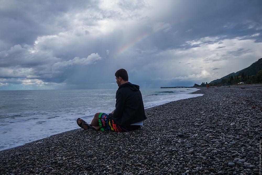 картинки парень сидит один на берегу моря машинка действительно знаковая